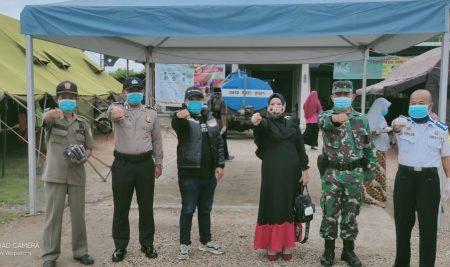 U. Farida Bagikan Masker Untuk Masyarakat Pemangkat, Selakau dan Selakau Timur