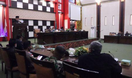 Bupati Sambas Sampaikan Jawaban atas PU Fraksi-Fraksi terhadap Raperda Pertanggungjawaban APBD 2019