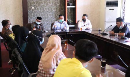 Aliansi Mahasiswa Sambas Datangi DPRD untuk Dukung Jumardi